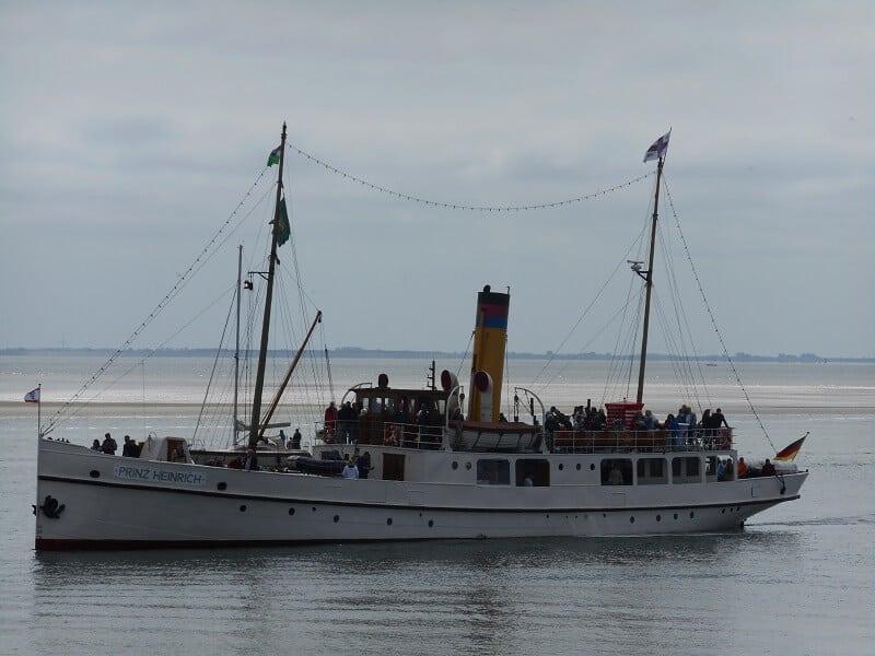 Die Prinz Heinrich, ein 110 Jahre altes Dampfschiff, liebevoll restauriert